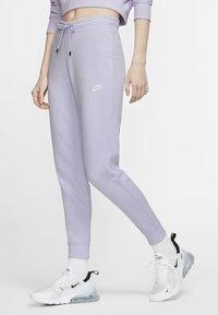 lavender mist/white