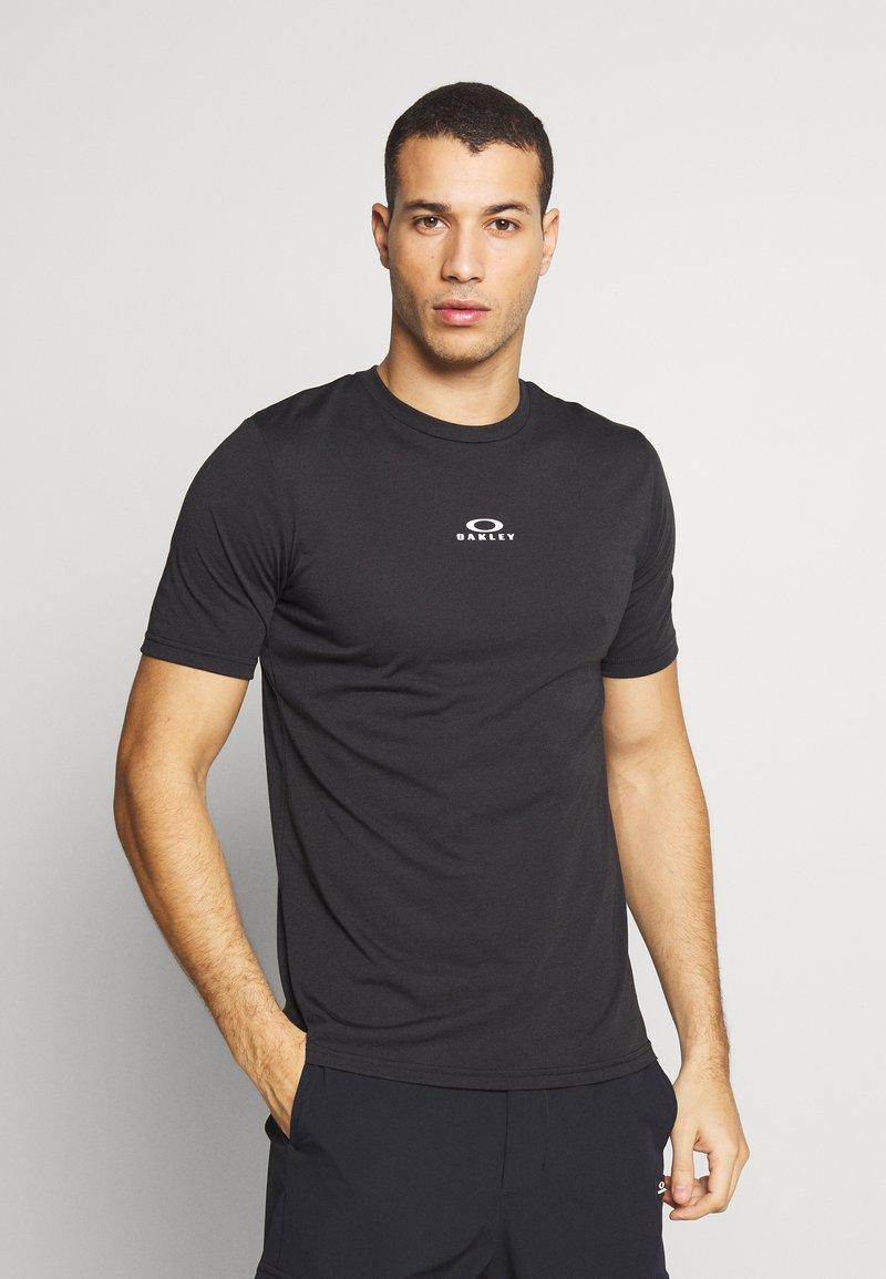 Oakley - BARK NEW - Basic T-shirt - black