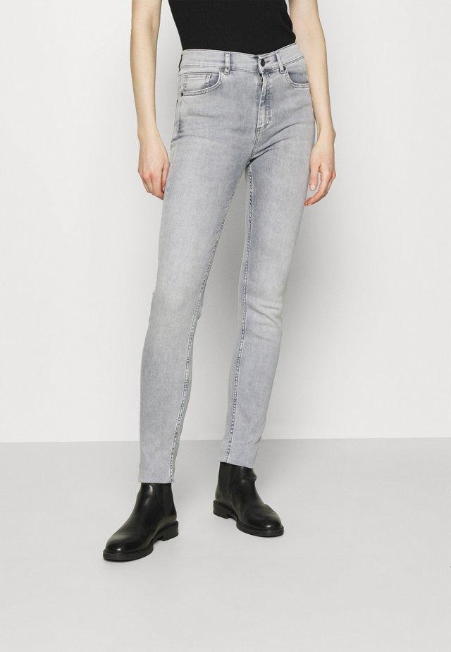 Skinny džíny - light grey wash