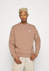 Nike Sportswear - CLUB CREW - Sweatshirt - desert dust - 0