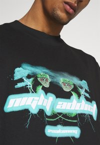 Night Addict - UNISEX AWAKENING - Print T-shirt - black - 5