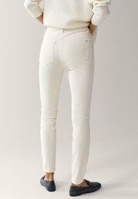 Massimo Dutti - AUS MICROCORD MIT HALBHOHEM BUND - Jeans Skinny - beige - 1