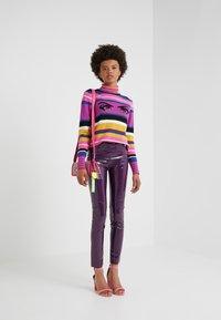 Pinko - TANDEMPANTALONE LATTICE - Kalhoty - purple - 1