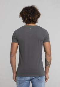 Liger - LIMITED TO 360 PIECES - DARRIN UMBOH - LIGER - T-SHIRT PRINT - Print T-shirt - dark grey - 2