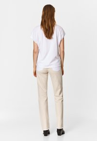 Bimba Y Lola - TWO-TONE - Jeans Straight Leg - white - 2