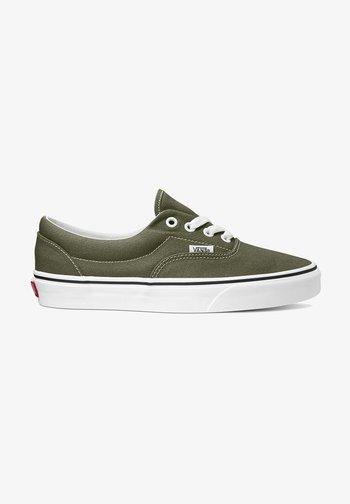 UE ERA - Skate shoes - grape leaf/true white