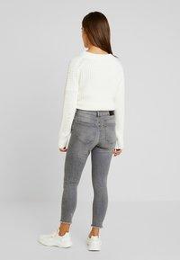 Noisy May Petite - NMLUCY - Jeans Skinny Fit - light grey denim - 2