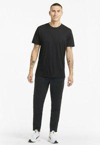 Puma - GRAPHIC  - Print T-shirt - puma black - 1