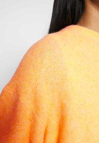 Weekday - AGGIE  - Sweter - orange - 4