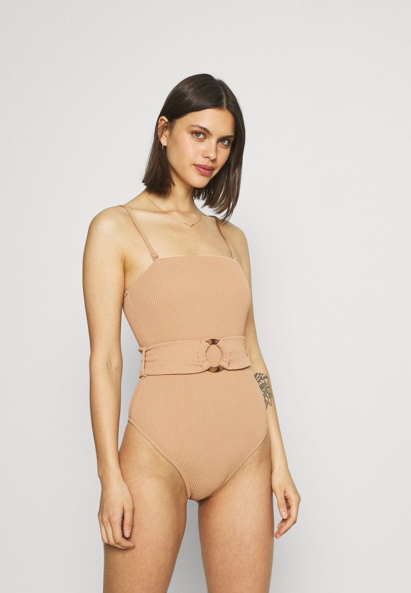 Cotton On Body - STRAPLESS BELTED ONE PIECE BRAZILIAN - Swimsuit - lion brown