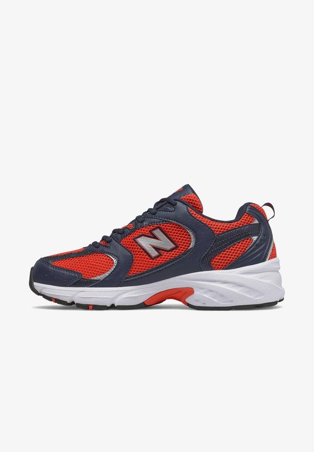 MR530UEN - Sneakers basse - orange/blue