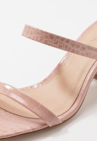 NA-KD - SQUARED STRAP  - Klapki - dusty pink - 2