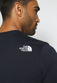 The North Face - MOUNTAIN LINE TEE - T-shirt con stampa - aviator navy - 4