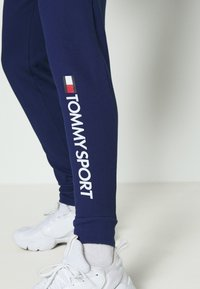 Tommy Hilfiger - CUFF PANT LOGO - Tracksuit bottoms - blue - 5