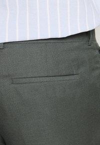 River Island - B&T MORMONT - Pantalon de costume - green - 5