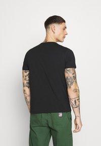 Alpha Industries - BASIC - T-shirt z nadrukiem - black - 2
