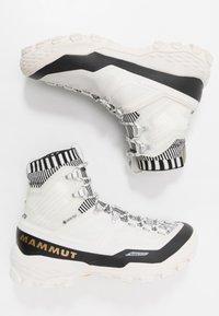 Mammut - DUCAN HIGH GTX WOMEN - Trekingové boty - bright white/black - 1