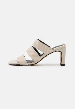 Pantofle na podpatku - savana burro