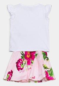 Guess - SKIRT SET - Print T-shirt - true white - 1
