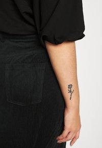 Vero Moda Curve - VMLORA ABOVE KNEE SKIRT - Mini skirt - black - 3