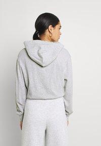 Tommy Jeans - CROP TIMELESS HOOD - Sweatshirt - silver grey heater - 2