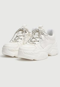 PULL&BEAR - MIT BLOCKSOHLE  - Trainers - white - 2