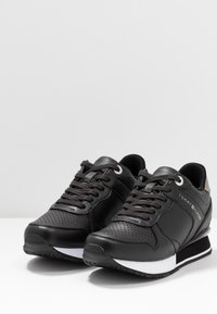 Tommy Hilfiger - DRESSY WEDGE  - Sneakersy niskie - black - 4