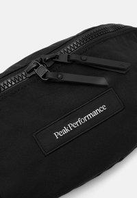 Peak Performance - SLING BAG UNISEX - Vyölaukku - black - 4