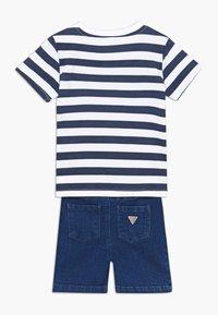 Guess - POLO SHORTS BABY SET  - Denim shorts - white/blue stripe - 1