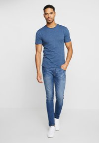Only & Sons - ONSALBERT LIFE NEW TEE - Basic T-shirt - ensign blue - 1