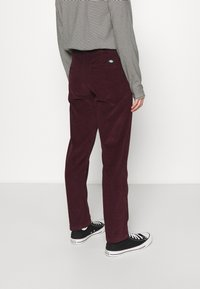 Dickies - FORT POLK - Trousers - maroon - 2