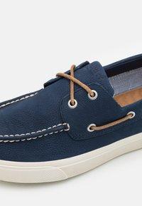 Sperry - BAHAMA PLUSHWAVE - Boat shoes - navy - 5