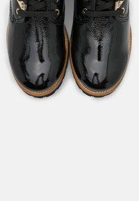 Panama Jack - IGLOO TRAVELLING - Šněrovací kotníkové boty - black - 5