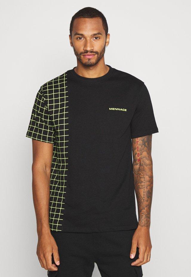 GRID CHECK SPLICE TEE - Print T-shirt - black