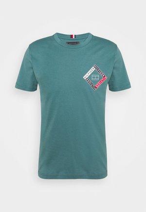 CORP DIAMOND TEE - T-shirt med print - green