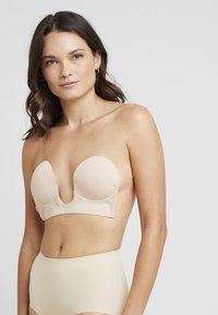 MAGIC Bodyfashion - LUVE BRA - Strapless BH - latte - 3