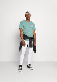 Only & Sons - ONSWARP LIFE CROP - Slim fit jeans - white denim - 1