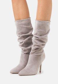 BEBO - SHORE - Kozačky na vysokém podpatku - grey - 0