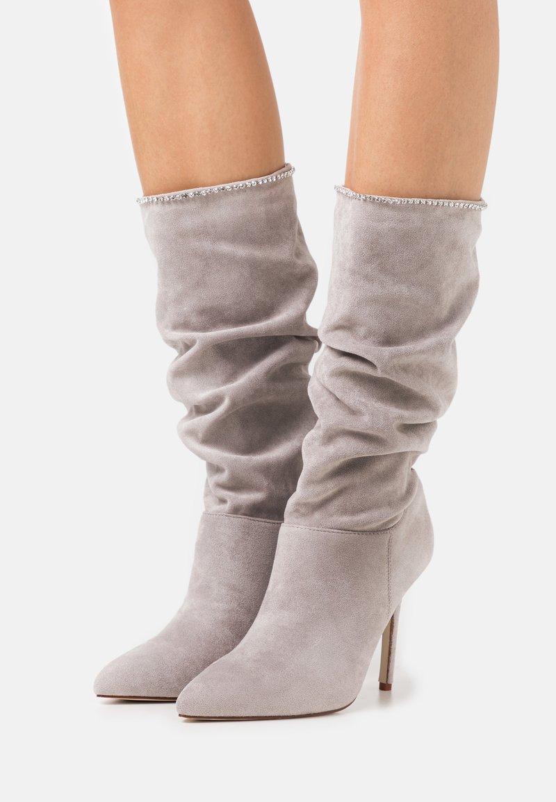 BEBO - SHORE - Kozačky na vysokém podpatku - grey