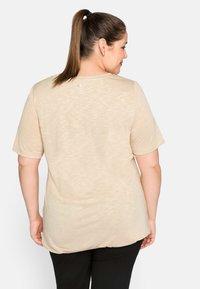 Sheego - Basic T-shirt - beigefarben - 3