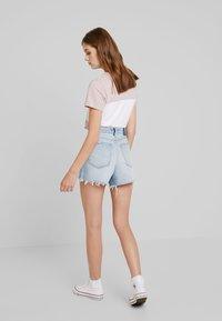 Abercrombie & Fitch - LIGHT DESTROY CUFF HIGH RISE - Jeans Shorts - stone blue denim - 2