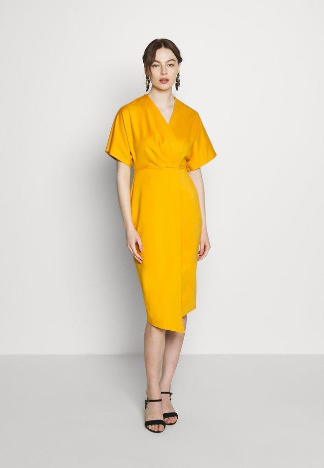 WRAP MIDI DRESS - Robe en jersey - mustard