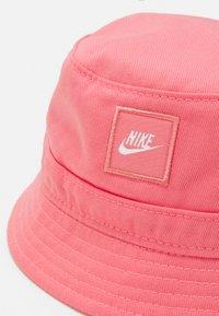 Nike Sportswear - CORE BUCKET HAT UNISEX - Hat - sunset pulse - 3