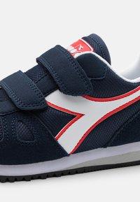 Diadora - SIMPLE RUN UNISEX - Neutrální běžecké boty - blue corsair/white - 5