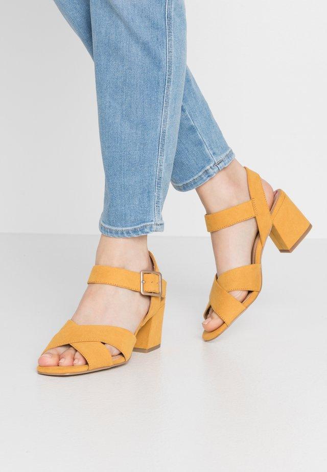 Riemensandalette - saffron