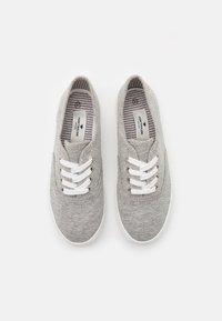 TOM TAILOR - Sneakers basse - light grey - 5