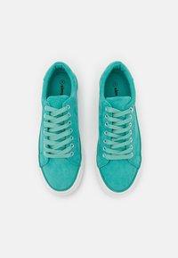Simply Be - WIDE FIT GISELLE - Sneakers basse - jade - 5