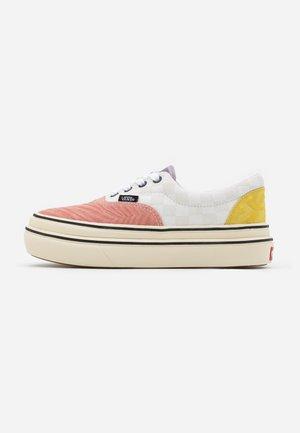 SUPER COMFYCUSH ERA - Sneakers basse - antique white/multicolor