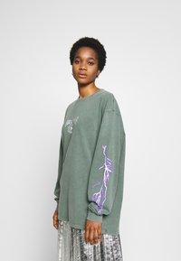 NEW girl ORDER - THUNDERSTRUCK LONG SLEEVE TEE - Camiseta de manga larga - green - 2