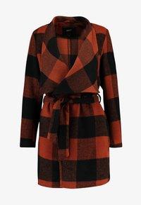 ONLY - ONLFREYA DRAPY CHECK COAT - Short coat - ginger bread/black - 5